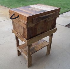Cooler ice chest from pallets