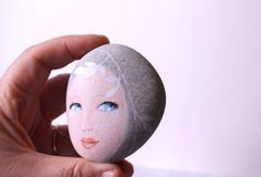 This is a beautiful stone polished by the Mediterranean sea, I have found it on the beach of Marina di Carrara,Italy. Carrara is a city of white marble used by Michelangelo for his wonderful sculptures    This pebble has been lovingly hand painted with fine art quality acrylic.   My pebbles are finished with mat protection,and are fade and moisture resistant, however, do not immerse in water. Each pebble is signed and dated on the back   Your little works of art will arrive carefully…