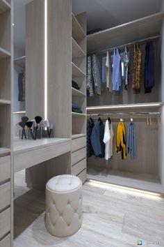 Dizajn interiéru a návrh šatníka na mieru v spálni.
