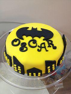 Bolo Batmam  Bolo de aniversário Bolo mesversario Birthday Cake Kids Boys, Chocolates, Batman, Pastel, Cakes, Cooking, Desserts, Ideas, Food