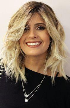 Depois do long bob se tornar o queridinho das mulheres, o cabelo da temporada é uma variação do visual para as donas de fios loiros, o novo blob hair!