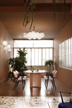 Tour a Creative Workspace in Madrid For Photoshoots and Events - Dwell