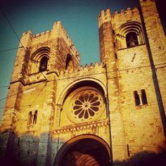 Sé Lisbon Map, Lisbon Portugal, Santa Maria, City Break, Best Cities, Portuguese, Four Square, Barcelona Cathedral, To Go