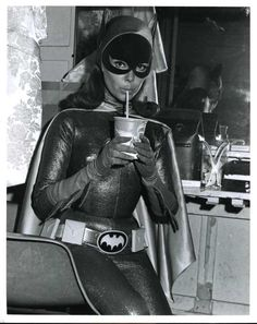 Yvonne Craig on the set of the Batman TV series (sorta crush. I really preferred J. Barbara G. was too goody goody. Batman Y Robin, Batman And Batgirl, Batman 1966, Batman And Superman, Batgirl Cosplay, Batman Tv Show, Batman Tv Series, Yvonne Craig, Space Ghost