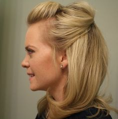 blog with lots of tutorials of hairstyles and outfit ideas