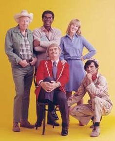 Captain Kangaroo...This kids show was on for 30 years ending the year after I graduated from high school in 1984. By this time the Captain had seen better days. When all said and done, the Captain and I shared some very forgettable 70's TV moments. He like Mr. Rodgers also loved his puppets. The only good memory of this show was Mr. Green | http://awesome-cartoon-photo-collections.blogspot.com