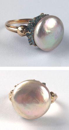 René Lalique - An Art Nouveau gold, enamel and pearl 'Bleuets' ring, 1903-05. Signed: LALIQUE. #Lalique #ArtNouveau #ring #GoldJewelleryArtNouveau