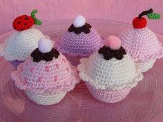 Für die süßen Minnie Mouse Anhänger, die mir  Grittli  so super schnell und wunderschön gemacht hat, wünschte sie sich zwei gehäkelte Muffin...