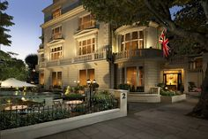 4* London Stay & Breakfast for 2 - Sparkling Afternoon Tea Option!
