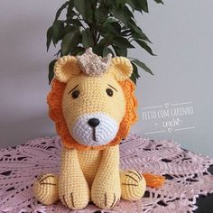 Gosto tanto te ver leãozinho, caminhando sob o sol.  Gosto muito de vc leãozinho.   Bom dia humanos!!!   Encomendas direct  #amigurumis  #amigurumitoy #leão #lion #handmade #bichinhodecroche #semprecirculo #maternidade #maedemenina #maedemenio #decoracaodequartoinfantil #decoracaodefesta  #fortaleza #artesanato #produtoscirculo #chadebebe  #chadefraldas  #maedeprimeiraviagem    Pattern Pink Fox Stitches  Execução Feito com carinho -crochê-