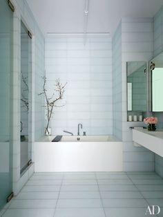 13 Gorgeous Minimalist Bathrooms Photos | Architectural Digest