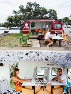 Estúdio de arquitetura transforma uma Caravana antiga em um escritório móvel stylo urbano