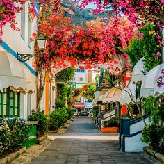 From knitting & crochet yarn and patterns to embroidery & cross stitch supplies! Grand Canaria, Cheapest Places To Live, Places To Travel, Places To Go, Cadiz Spain, Canary Islands, Spain Travel, Vacation Trips, Where To Go