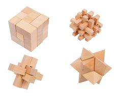 Eine Herausforderung für Kopf und Finger! Sauber gearbeitetes unbehandeltes Massivholz ist hier viermal passgenau und raffiniert ineinander gefügt, so dass sich fesselnde Logik-Spiele ergeben, die alle einiges Grübeln erfordern. Vier sehr unterschiedliche Formen und Konzepte lassen keine Langeweile aufkommen und trainieren logisches und räumliches Denken und Koordination. Stern: ca. 6 x 6 x 6 cm Würfel: ca. 6,5 x 6,5 x 6,5 cm Kreuz: ca. 6,5 x 6,5 x 6,5 cm Stäb. Würfel: 6,5 x 6,5 x 6,5 cm