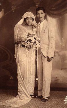 vintage Philippine wedding minus the barong Antique Wedding Dresses, Vintage Wedding Photos, Vintage Bridal, Wedding Pictures, Vintage Weddings, Vintage Pictures, Wedding Ideas, Wedding Couples, Wedding Bride