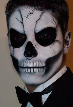 Bold Halloween Makeup Ideas For Men - thelatestfashiontrends.- Bold Halloween Makeup Ideas For Men 15 Bold Halloween Makeup Ideas For Men – Styleoholic - Rosto Halloween, Halloween Men, Halloween Face Makeup, Vintage Halloween, Halloween Stuff, Halloween Halloween, Clown Makeup, Male Halloween Costumes, Facepaint Halloween