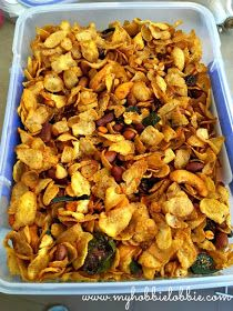The Aspiring Home Cook: Corn Flakes Chivda - Savory Corn Flakes Snack Mix Indian Veg Recipes, Indian Snacks, Vegetarian Recipes, Cooking Recipes, Delicious Recipes, Yummy Food, Flake Recipes, Corn Recipes, Chats Recipe