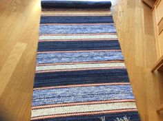 Lottrimattan Weaving Art, Loom Weaving, Rag Rugs, Rug Ideas, Recycled Fabric, Crochet Home, Woven Rug, Scandinavian Style, Crocheting