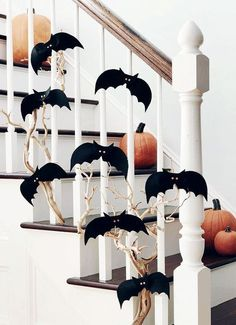 Hallowen Party Easy Halloween Decorations You Need for This Year& Party Make your home. , Easy Halloween Decorations You Need for This Year& Party Make your home. Easy Halloween Decorations You Need for This Year& Party . Halloween Tisch, Casa Halloween, Halloween Mantel, Halloween Ornaments, Halloween Home Decor, Halloween Season, Halloween Party Decor, Holidays Halloween, Halloween Crafts