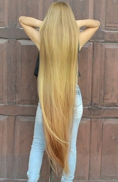 VIDEO – Brazilian silk – RealRapunzels Homemade Ginger Hair Oil For Long & Extreme Hair Growth Beautiful Long Hair, Gorgeous Hair, Long Hair Models, Long Hair Play, Really Long Hair, Long Dark Hair, Silky Hair, Hair Pictures, Big Hair