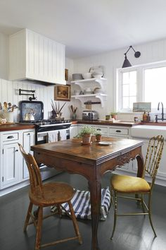 Designer Olivia Brock (torrancemitchell.com), Seabrook's good friend, helped her with this cozy kitchen. The pair agreed that a farmhouse-inspired look best suited the 1940s home. #homedecor #hometour #southernliving