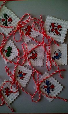 Folk Embroidery, Embroidery Stitches, Handmade Ornaments, Sewing Patterns, Projects To Try, Cross Stitch, Baba Marta, Christmas Ornaments, Knitting
