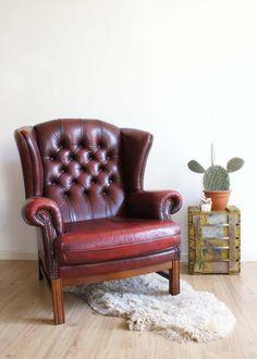 Toffe vintage Chesterfield fauteuil. Lederen barok stoel in ossenbloed/bordeaux…