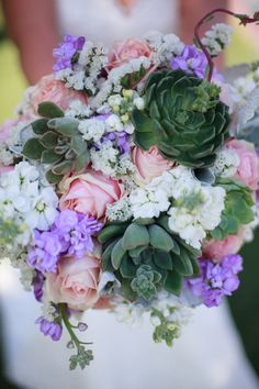 Succulents are replacing classic greenery in bouquets, and we dig it. // Eyes 2 See Photography