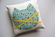 Twiggy and Opal: 2015 Quilts Mini Quilts, Baby Quilts, Pinwheel Bow, Cat Pillow, Sewing Pillows, Doll Quilt, Glitter Vinyl, Cat Crafts, Cat Scratching