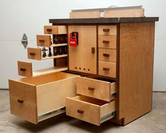 router table - Repinned by ZC Woodwork Build A Router Table, Woodworking Router Table, Woodworking Projects Diy, Woodworking Plans, Table Saw Reviews, Hand Router, Canadian Woodworking, Table Saw Jigs, Assembly Table