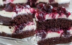 Rich Chocolate Cake with White Chocolate Mousse and Cherry Sauce ~Sweet & Savory Brownie Toppings, Brownie Bites, Brownie Cake, Raspberry No Bake Cheesecake, Peppermint Cheesecake, White Chocolate Mousse, Chocolate Heaven, Chocolate Cherry, Chocolate Ganache