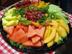 Chat plates require no preparation except the peeling and cutting of the fruits. Fruits are served in large pieces with a lime wedge and an optional sprinkle of Fruit Presentation, Fruit Recipes, Healthy Recipes, Dressing For Fruit Salad, Party Food Platters, Party Dishes, Cheese Platters, Fruit Plate, Delicious Fruit