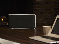fekete. A MOVEit Wi Fi & Bluetooth minden szobádba zenét varázsol. Szóljon egy dal a nappaliban, egy másik a konyhában, vagy ugyanaz minden helyiségeben. A Multi Room System hat MOVEit Wi Fi & Bluetooth készüléket irányít, külön zenével, hangerővel. Kapcsolj össze több készüléket egy helyiségen belül, a tökéletes zenei élményért. SACKit Player App-al. Egyetlen feltöltéssel 12 órán át használhatod. 4.0, micro USB. NFC. AUX. Lemerült a telefonod? Csatlakoztasd a hanszóródhoz. Bose, Bluetooth, Design