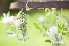 ©FleurdeSucre - Styled Shoot Normandie - La mariee aux pieds nus    avec des pots de yaourt