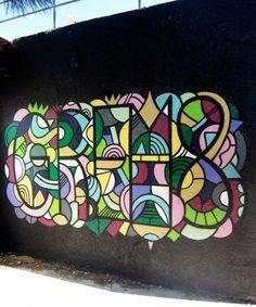 Grems est un artiste né dans le street art. Couleurs explosives, courbes…