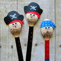 25 Crazy cool craft stick crafts for kids that they will love. Popsicle stick crafts, mini craft stick crafts, jumbo craft stick crafts and fun kids crafts. Crafts For Kids To Make, Kids Crafts, Arts And Crafts, Kids Pirate Crafts, Pirate Activities, Craft Kids, Wooden Spoon Crafts, Wooden Spoons, Painted Spoons