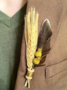 Feathers, dried naturals, wood and leather make up this gorgeous masculine boutonniere