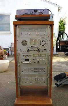 Vintage Audio Good remote location and audio necessary arrangements within the sound taking spaces straight Hi Fi System, Audio System, Audio Rack, Audio Design, Audio Sound, Hifi Audio, Hifi Stereo, Tape Recorder, Audio Equipment