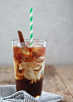 Iced coffee junkies! Get your fix and save money with this iced coffee recipe that you can make at home: Cinnamon Dolce Iced Coffee | Kitchen Treaty
