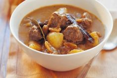Massaman beef curry in pressure cooker