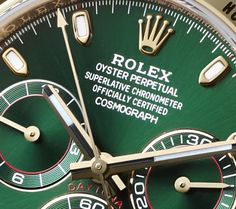 The special green dial of the Rolex Cosmograph Daytona in 18ct yellow gold.