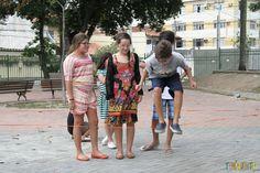Brincadeiras de rua que toda criança deveria aprender - pular elástico