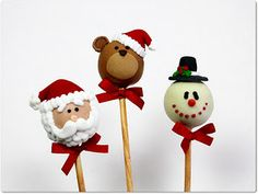 Christmas Cake Pops - Santa Snowman and Teddy Bear Cake Pops Christmas Cake Pops, Christmas Sweets, Christmas Goodies, Christmas Candy, Christmas Baking, Christmas Themes, Christmas Holidays, Christmas Crafts, Magnum Paleta