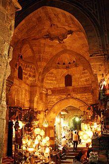 Khan el Khalili, ein berühmter Souk in Kairo und Handelsplatz seit dem Mittelalter. Hier spielt eine Schlüsselszene unseres Romans.