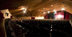 O Teatro Lauro Gomes, em São Bernardo do Campo, contará com a apresentação das bandas Teorias do Amor Moderno e Bertoni, no dia 17 de novembro, a partir das 19h, com entrada Catraca Livre.