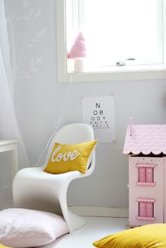 Yellow-pinned by http://www.auntbucky.com  #baby #nursery #yellow