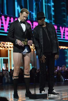 Alexander Skarsgard shows off his tighty-whities while pantsless on stage at the 2016 MTV Movie Awards held at Warner Bros. Studios on Sunday (April 10) in Burbank, Calif. The 39-year-old actor was joined to present on stage by Samuel L. Jackson, who he also posted for photos with backstage. Hottest Male Celebrities, Celebs, Alex Pics, Ginger Men, Mtv Movie Awards, Actrices Hollywood, Country Men, Handsome Actors, Alexander Skarsgard