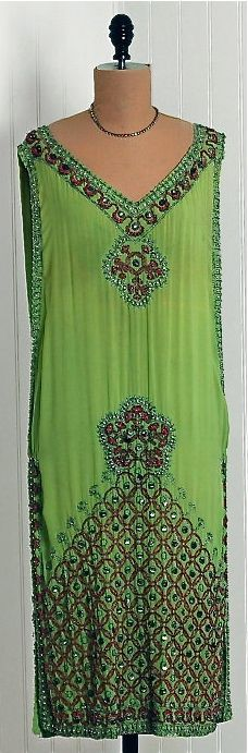 Green Fairy Flapper - - I would so wear this! 20s Fashion, Art Deco Fashion, Fashion History, Retro Fashion, Vintage Fashion, Fashion Tips, Fashion Design, Fashion Hair, Vintage Wear