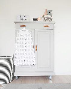 109 vind-ik-leuks, 19 reacties - Nathalie (@nathalie_vdmeer) op Instagram: 'Stiekem al best wel veel leuke kleertjes en spulletjes voor mini in huis, waaronder ook deze…'