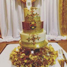 Africa Cake, Habesha Kemis, Bling Cakes, Ethiopian Wedding, Ethiopian Dress, Gold Cake, Cake Flavors, Deco, Wedding Accessories